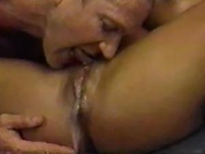 Woman Has Huge 90 Second Orgasm