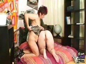 Filthy amateur moms fucking double-sided dildo