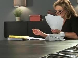 Nikki Sexx- Big Tits at Work!