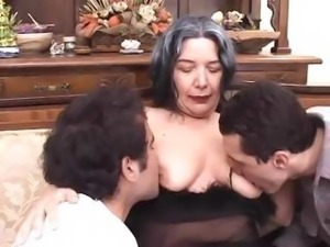 Granny MILF seduces two young studs to please her holes and spray her with cum
