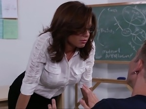 Studying my teacher's pussy
