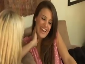 Jana Cova Engaging In A Lesbo Adventure