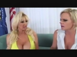 2 hot blondes fucked by the president