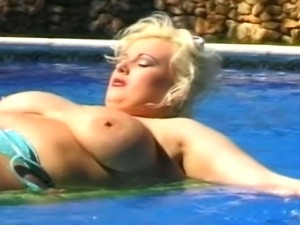 Hot MILF with juicy tits gets fucked by hard huge cock and doing reverse...