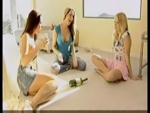 Girls Play Spin The Bottle free