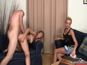 watches hubby fuck