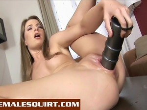 Hot babe Lepidoptera fills her pussy with big dildos and squirts everywhere!