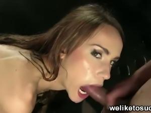 Hot brunette babe leyla black eating cock in hot tub
