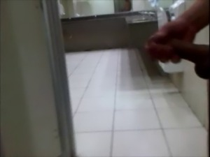 PUNHETA NO BANHEIRO DO SHOPPING - PENO NO FLAGRA