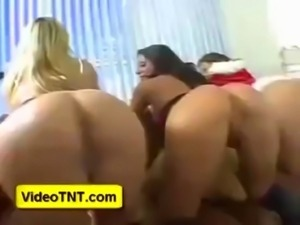 naked seducing women by women k ... free