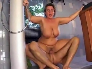 Nice mom with saggy tits hard-fucks the pool