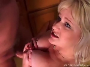 Sexy mature porn star Lizzy Liques loves to fuck free