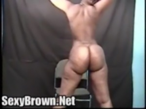 Sexy brown booty ebony honey shows off what shes got free
