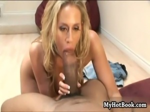 Blonde beauty  Kylie Worthy is the last girl on th free