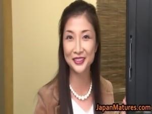 Chisa Kirishima Mature Asian lady shows free