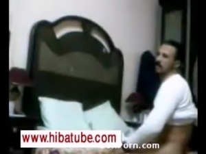 Vieille femme arabe se prend une bite -HibaTube.Com free