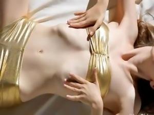 Super skinny girl masturbate her snatch