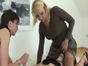 Lady Sonia lets her friend queen sub while masturbating her free