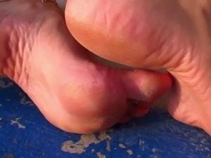 HIGH ARCHES FEET SOLES CLOSE UP