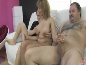Nuria, Trio doble vaginal a madura free
