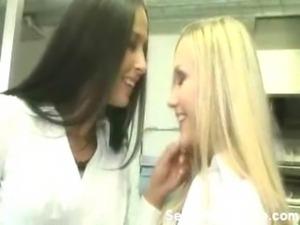 Brunette & Blonde Babe fingering