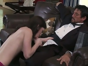 Jennifer White enoys pleasing her horny master Tommy Gunn with intense blowjob