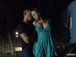 A hot housewife Chanel Preston has a dirty fantasy of