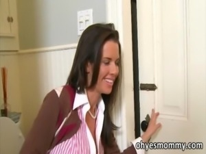 The stepmom of Jenna seduces her BF free