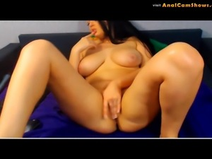 Jenise uses dildo to cum on cam
