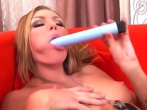 Ulrika feels so damn horny in this video that she had to play with herself...