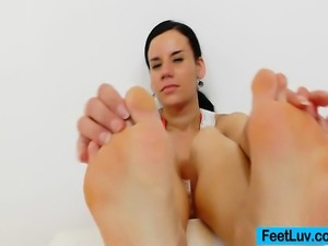 In this vid you will see whereby Winni, the amazing brunette bunny teases a...