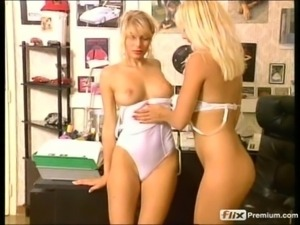 2 blondes enjoy eachother in office free