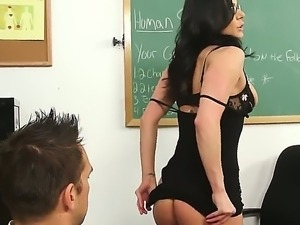 Lusty babe Kendra spreads her lesg,gets her pussy licked before a mind...