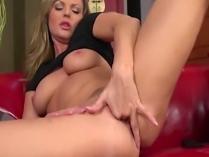 Smoking hot blond pornstar Sandra Sanchez takes the day off to enjoy rubbing...