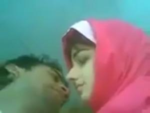 very Hot Pakistani Couple Kissing free