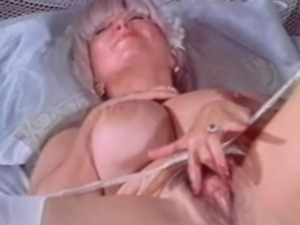 Big boob vintage babe Candy Samples masturbates before taking off her wedding...