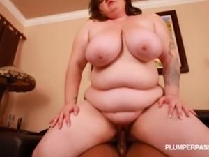 Sexy Texas MILF Rides and Fucks Big Black Cock