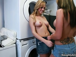 Brett Rossi offers her wet spot to lesbian Destiny Dixon
