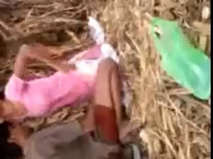 Hot Northindian Girl enjoyed with her BF in field