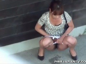 Pissy japanese sluts on hidden cam
