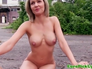 Euro amateur tastes a strangers cum for cash outdoors