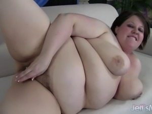 Cute, young BBW Khloe Kanyon talks dirty to the camera and then applies her...