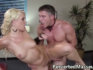 Massagesex babe facialized