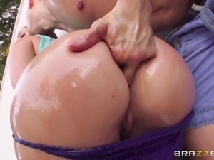 maddy exposes her big wet butt