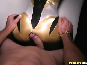 Blonde Daniela Diamond gets her mouth stretched by thick hard meat stick of...