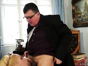 Blonde Chary Kiss loses control in fucking frenzy with hot dude