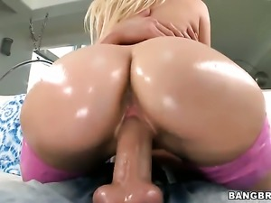 Loren Nicole shows off huge ass