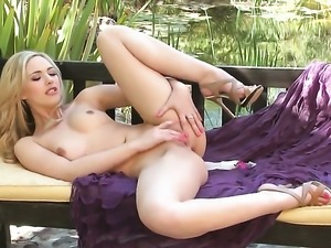 Sophia Knight enjoys great masturbation session