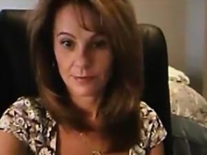 Cute Older Girlfriend Shows Clevage On Webcam