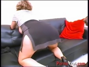 Cougar en GB black ! Squirt et nichons enormes !!! French amateur free